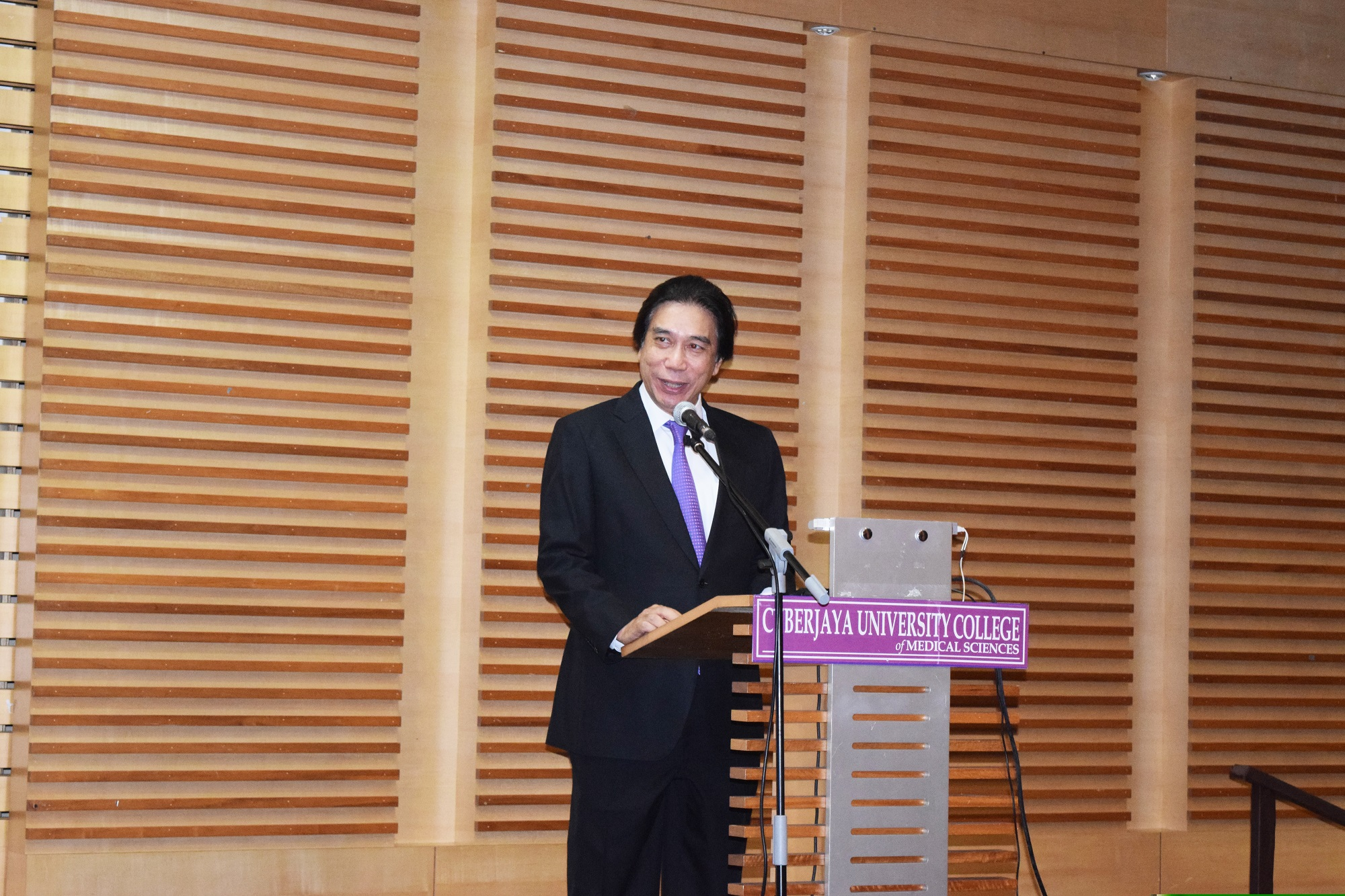 YBhg. Tan Sri Datuk Dr. Ridzwan Abu Bakar, Chairman of the Board of Governors Cyberjaya University College of Medical Sciences officiating the 1st CyberjayaUC Research Week.