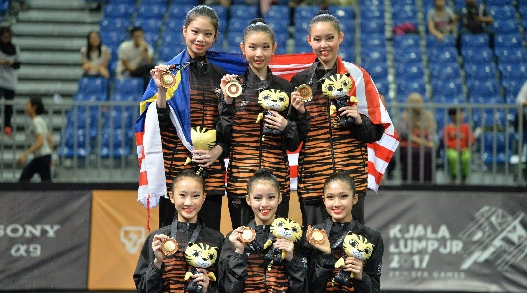 Tee (standing second from left) at the 29th SEA Games KL2017